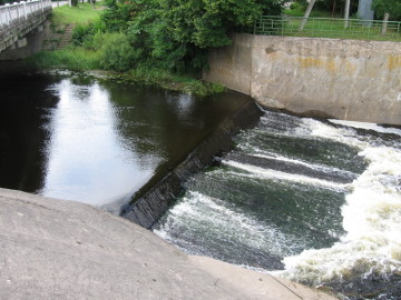 The river Bartuva. The weir in Skuodas town